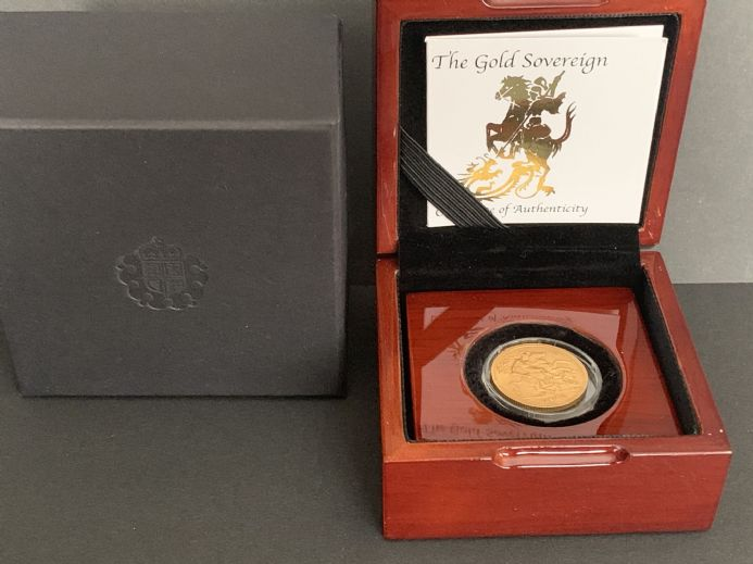 1932  Full Gold Sovereign South Africa With Luxury Wooden Case and Certificate